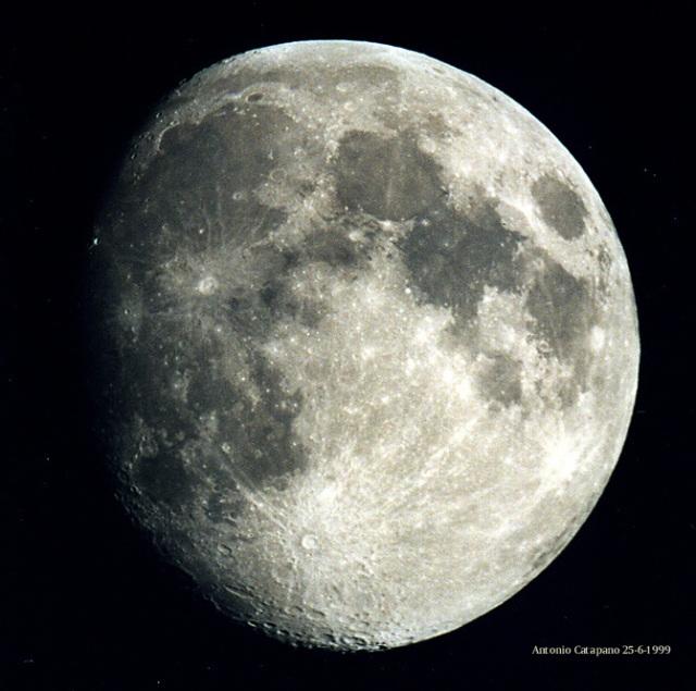 luna25699-c